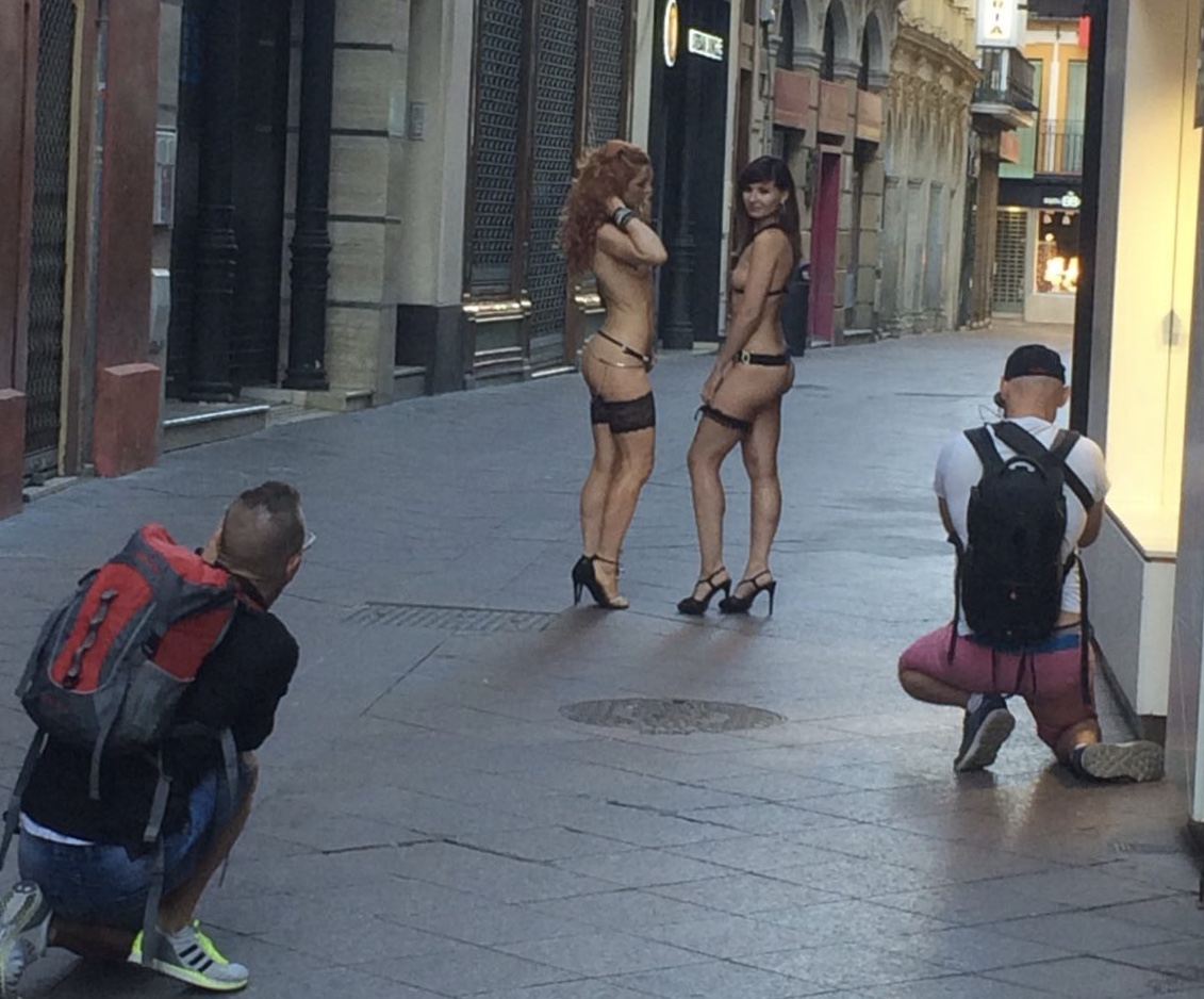 Las actirces grabaron también en la calle Sagasta, aunque sin público.