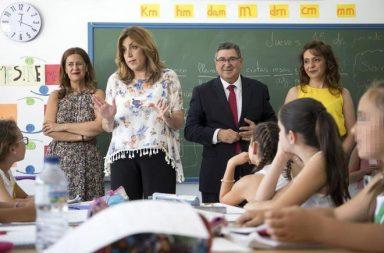 La presidenta d la Junta, Susana Díaz, en una reciente visita aun colegio público.