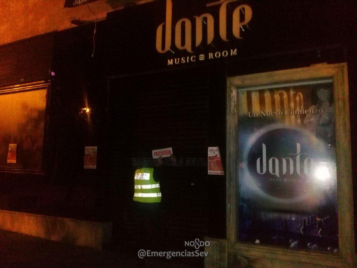 La Policía Local precinta la discoteca Dante.