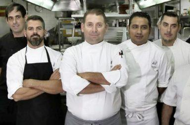El chef Ismael Castro y su equipo.