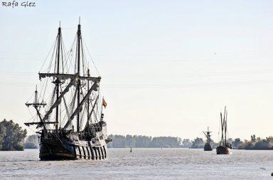 Los tres buques históricos, surcando el Guadalquivir. Foto Rafael González @RafaGlez11