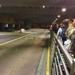 El transporte público en el aeropuerto requiere una solución urgente