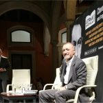 Pérez Reverte reivindica la ecuanimidad de Chaves Nogales en la Guerra Civil