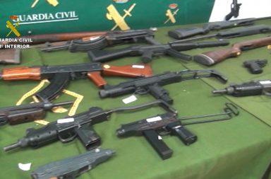 Armas incautadas por la Guardia Civil.