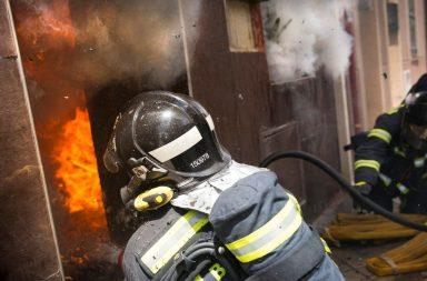 Actuación de los bomberos en la vivienda.
