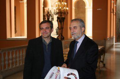 El delegado de Bienestar Social y Empleo, Juan Manuel Flores, y el director gerente de Emvisesa, Felipe Castro.