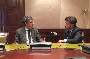 Encuentro entre el portavoz popular y el ministro de energía.