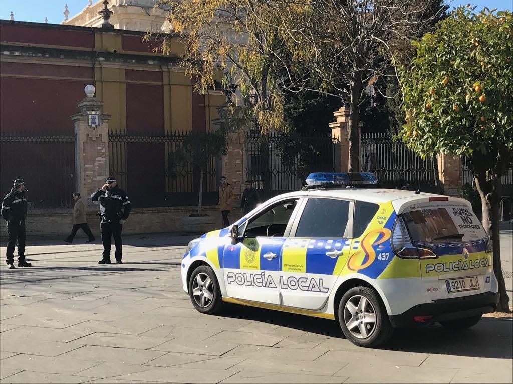 Policia Local controlando los accesos al centro de Sevilla