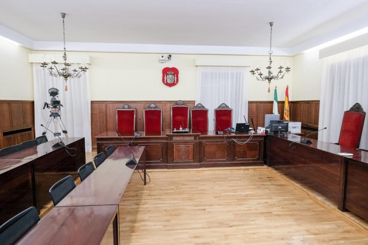 Sala de la Audiencia de Sevilla donde se celebrará el juicio por los ERE fraudulentos. Foto: Lince