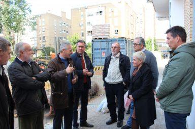El alcalde visita las obras del barrio de San Carlos.