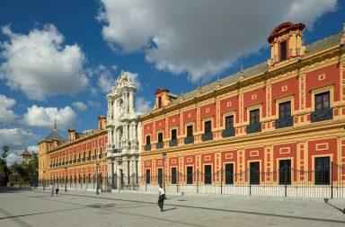 La caravana de vehículos concluirá la marcha en el Palacio de San Telmo.