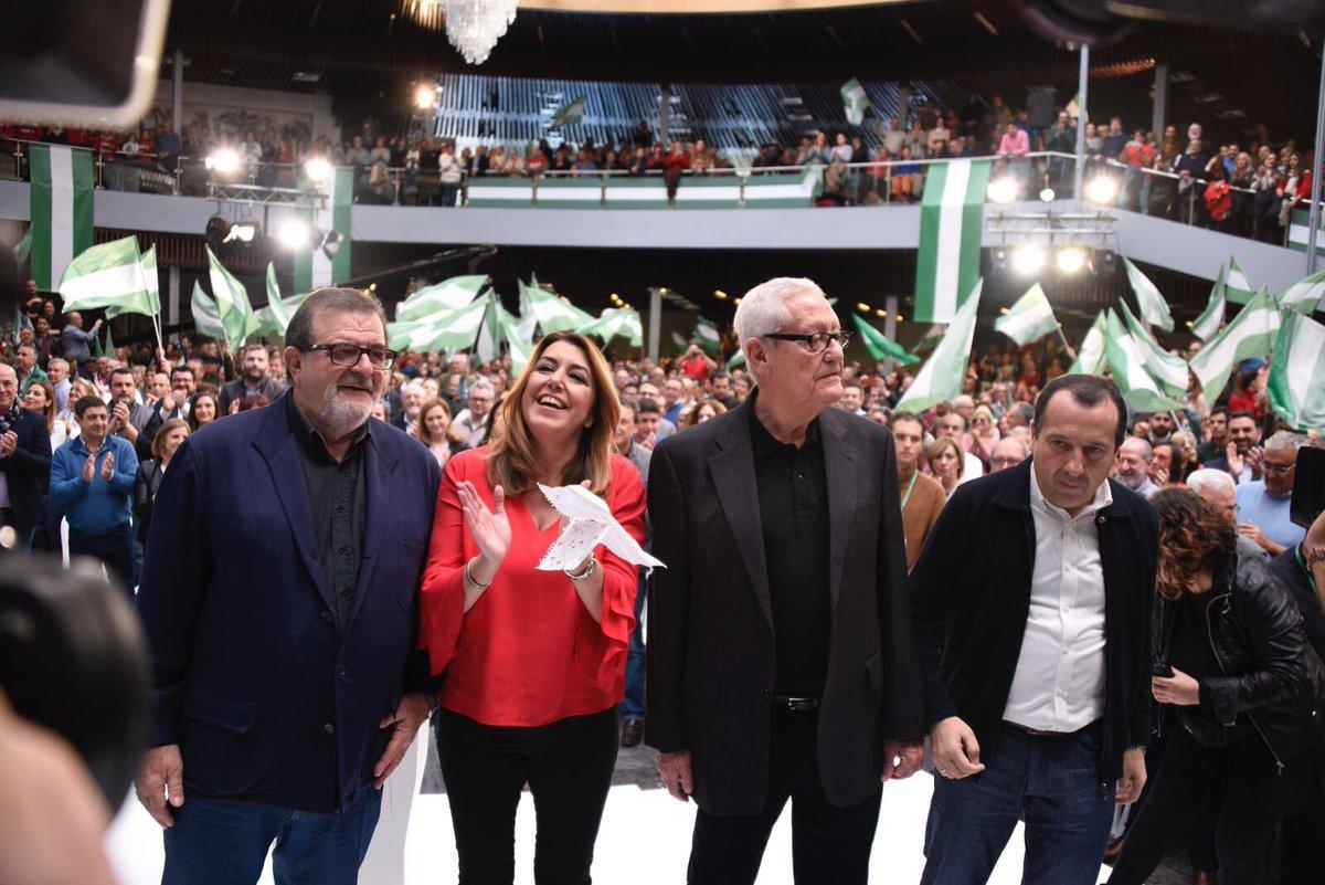 Susana Díaz junto a los expresidentes Escuredo y Rodríguez de la Borbolla.