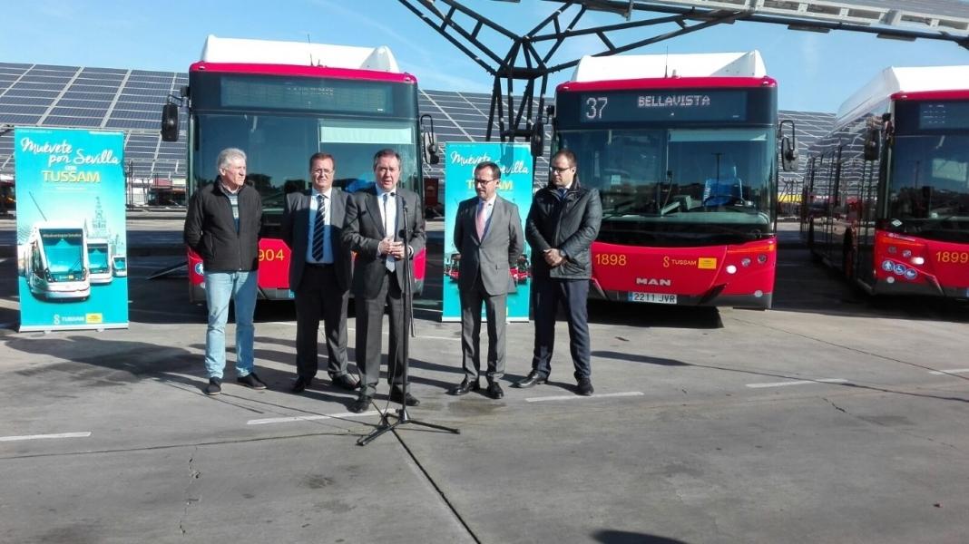 En tres años la flota de Tussam se ha incrementado en 100 nuevos autobuses.