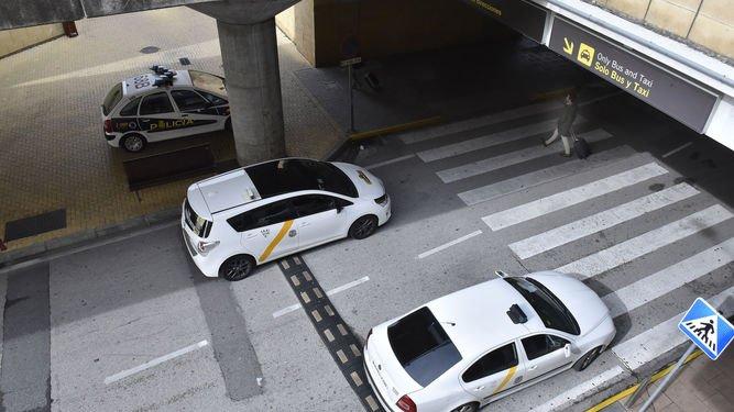 Taxistas del aeropuerto.