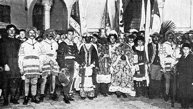 Fotografía de la primera cabalgata del Ateneo, localizada por Fernando de Artacho Lloréns