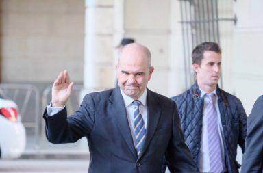 El ex presidente Manuel Chaves, a las puertas de la Audiencia de Sevilla donde se celebra el juicio por los falsos ERE. Foto: Lince