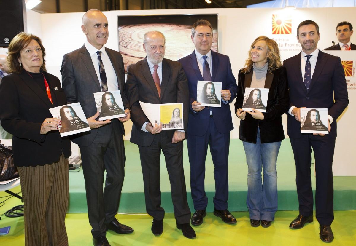 Las autoridades sevillanas, en la presentación de la agenda turística, hoy en Fitur