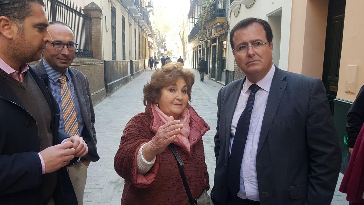 Juan Carlos Cabrera de visita en la calle Cardenal Spínola