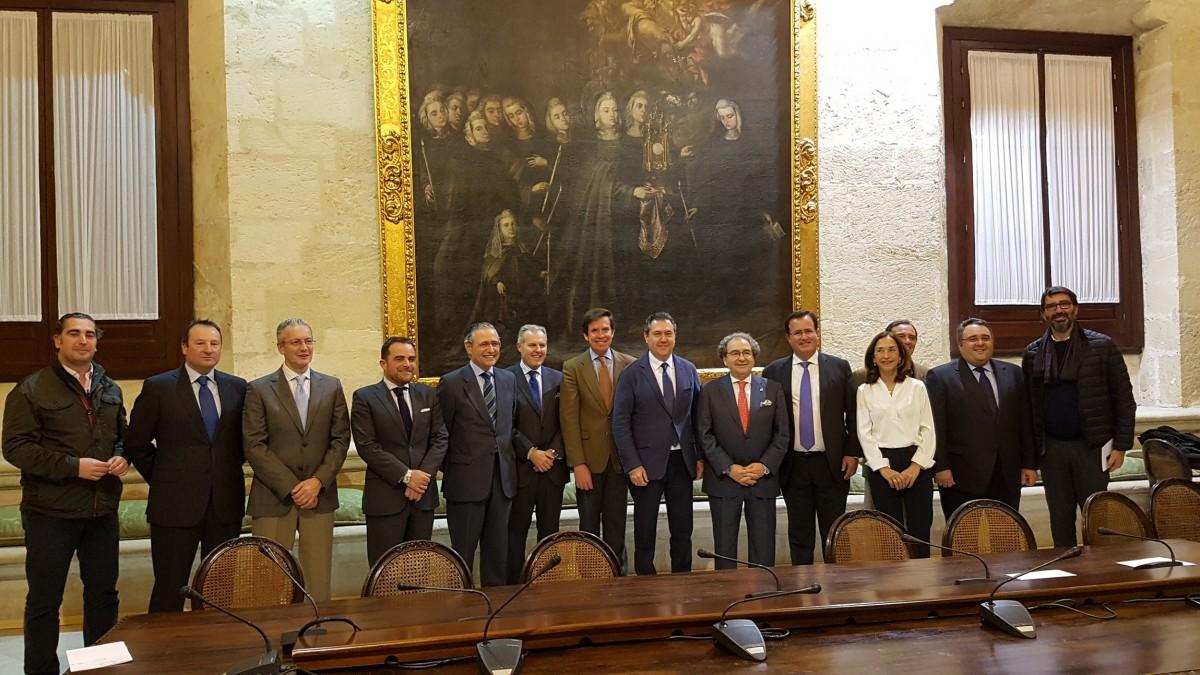 Foto alcalde recepción Hdad. Macarena