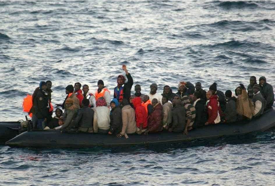 Los inmigrantes han sido trasladados, en buen estado, a los puertos de Tarifa y Barbate