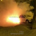 Arden tres vehículos en la calle Valdelarco, en el Distrito Norte