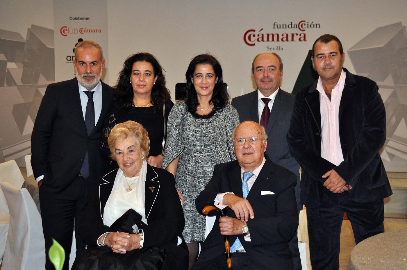 Junto a su mujer e hijos en uno de los últimos homenajes que recibió, en el Club Antares.