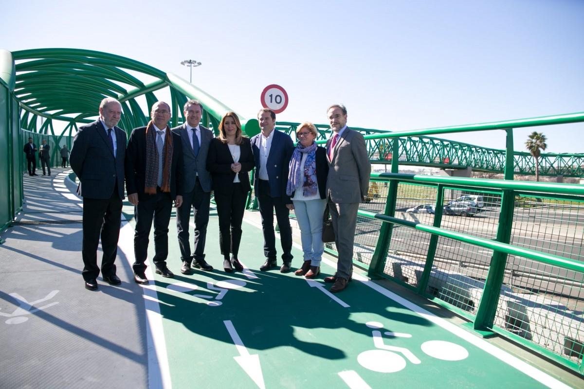 Una vía ciclista enlazará la nueva pasarela y el carril bici del puente metálico de San Juan con el parque Vega de Triana y el Charco de la Pava