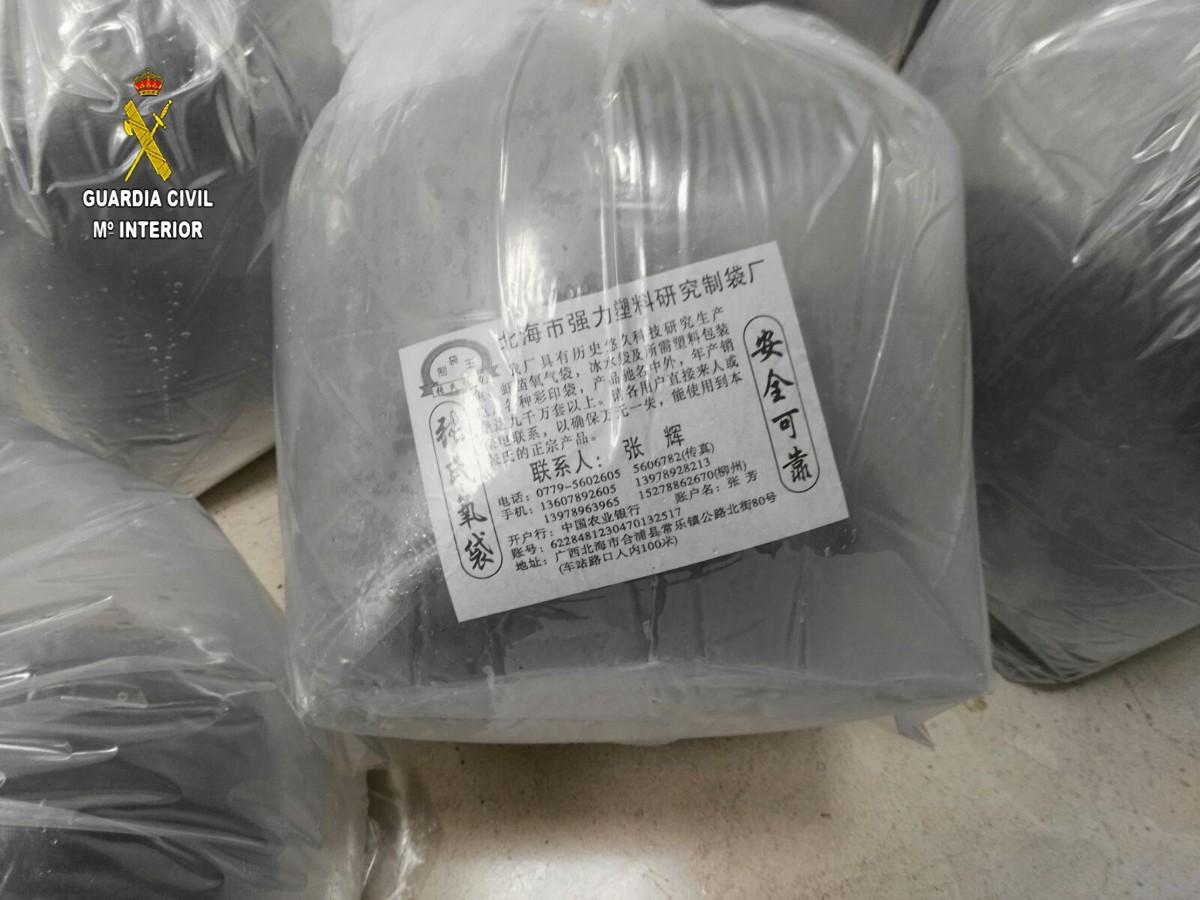 Detalle de una de las bolsas donde se transportaban los alevines de angulas
