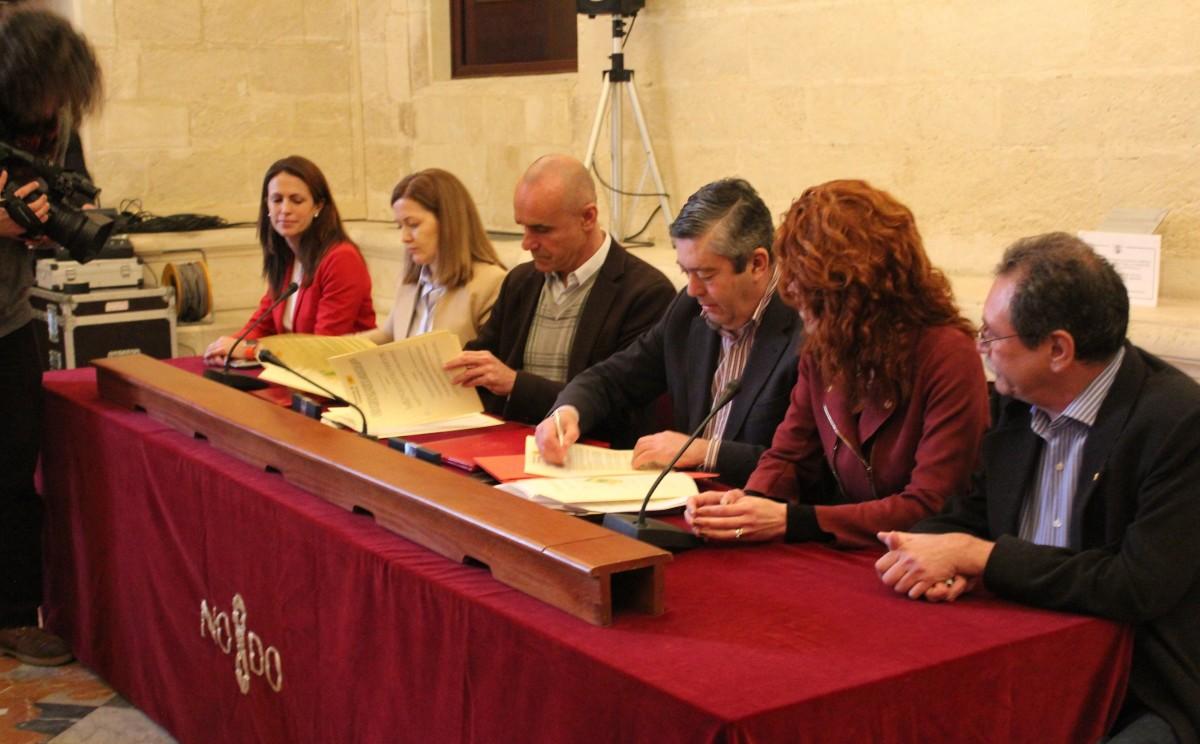 Firma del convenio que permite el desbloqueo de los suelos de la Fábrica de Vidrio