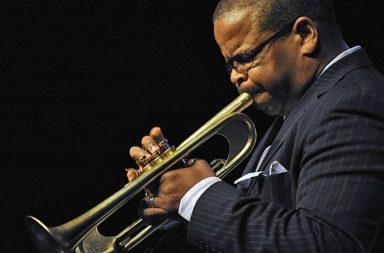 """Terence Blanchardes un músico dejazz, trompetista,compositor yarreglista, considerado una de las principales figuras del llamado""""neo bop"""""""