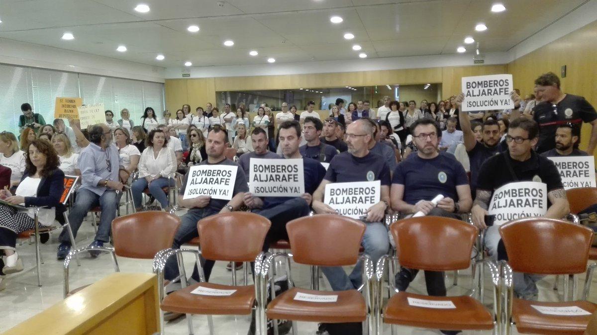 Los bomberos han trasladado sus protestas a la Diputación de Sevilla
