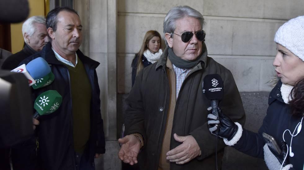 Enrique Filgueras, presidente de la Asociación Soldaridad Hispalense del Taxi, en una reciente comparecencia en los juzgados