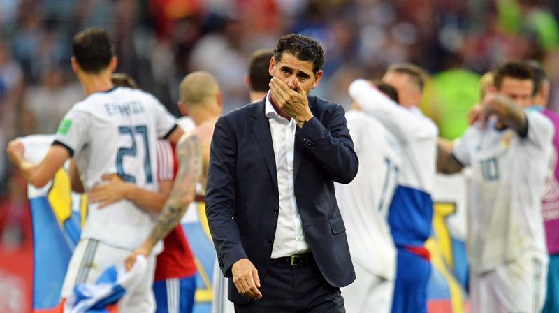 Fernando Hierro se lamenta tras la eliminación en Rusia.
