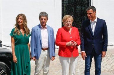 Los dos mandatarios en Doñana, Merkel y Sánchez, con sus respectivos esposos