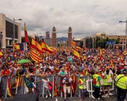 Multitudinaria manifestación en Barcelona por la Unidad de España