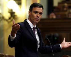Sánchez anuncia acciones legales contra ABC que le acusa de plagiar su tesis doctoral