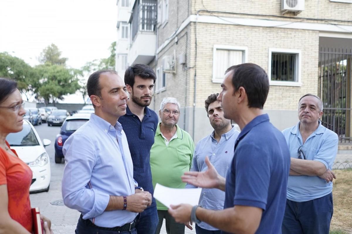 Javier Millán departe con los vecinos de San Pablo