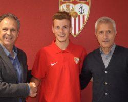 El Sevilla FC renueva al lateral zurdo Javi Vázquez hasta 2021