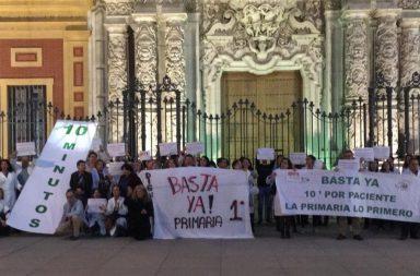Protesta de los médicos de familia a las puertas de San Telmo