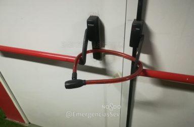 Candados en las puertas de emergencias