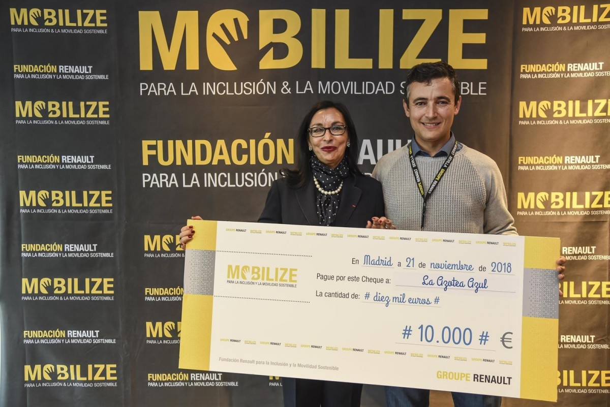 Entrega de un cheque de 10.000 euros para el proyecto