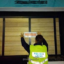 La Policía Local precinta el kiosko de bebidas