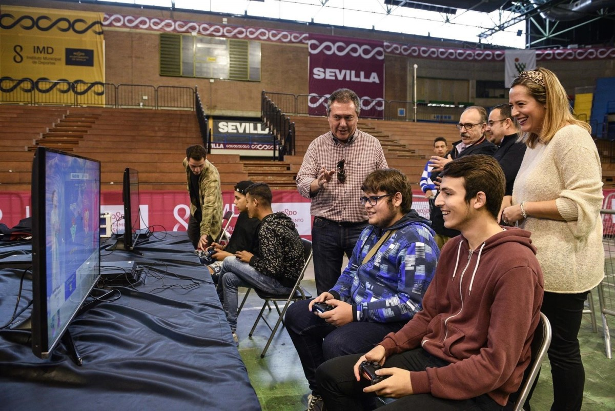 El alcalde en el Videogame Party