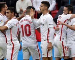 El Sevilla FC mantiene el pulso por el segundo puesto (2-0)