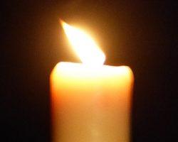 Convocado para las 21,30 horas de hoy lunes un apagón en cada casa y encender desde los balcones, terrazas y azoteas los móviles en homenaje a los fallecidos
