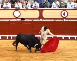 Una oreja para la terna en la vuelta de los toros a El Puerto