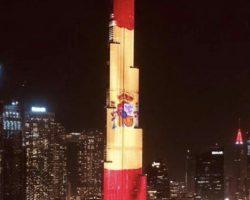 La bandera más grande de la Historia felicita al Rey y a los españoles en nuestro Día Nacional desde el rascacielos más alto del mundo, en Dubai