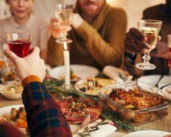 El Covid se sienta en la mesa por NavidadConsejos para minimizar el riesgo en nuestras celebraciones navideñas