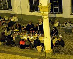 """Los """"sin techo"""" cenan por Navidad en la calle mientras los inmigrantes ilegales viven en hoteles"""
