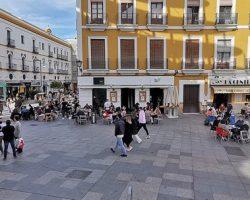 Gran ambiente previo a San Valentín en las calles de Sevilla